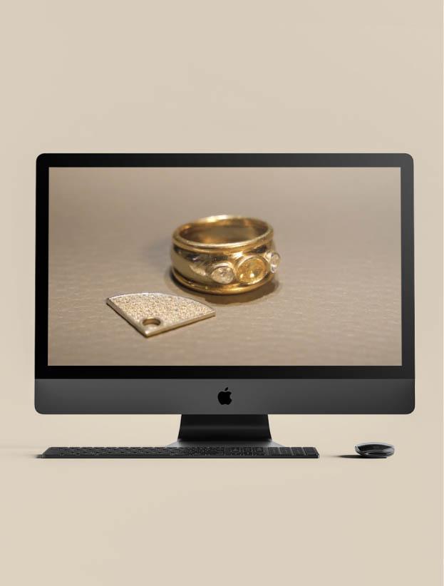 Mockup d'un MacBook affichant une image de bijou